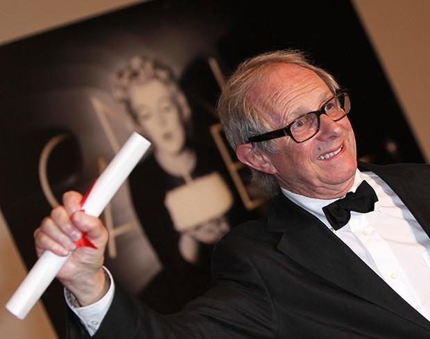 Приз жюри  получил британский режиссер Кен Лоуч за фильм «Доля ангелов», в котором юные хулиганы встают на путь истинный благодаря общественным работам и виски.