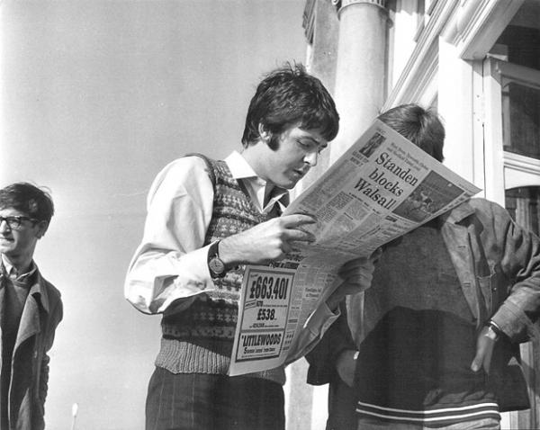 Отец Пола Маккартни Джон поначалу был против участия сына в The Beatles – он переживал за то, что музыканту придётся много ездить и это может подорвать его здоровье.