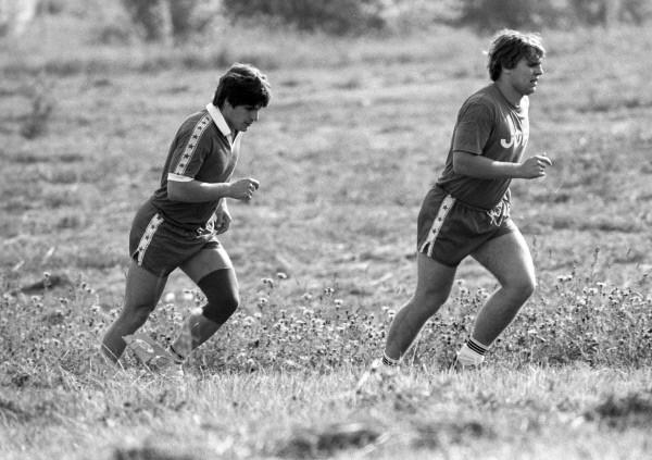 Хоккеисты В. Крутов и С. Макаров во время тренировки. 1988 год