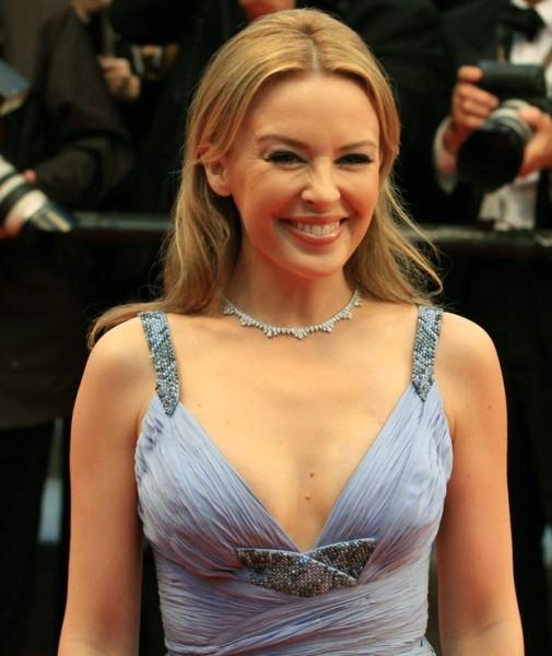 В 2005 году у 36-летней поп-звезды Кайли Миноуг нашли рак молочной железы. Певица отложила австралийское турне, прошла курс лечения и вернулась на сцену.
