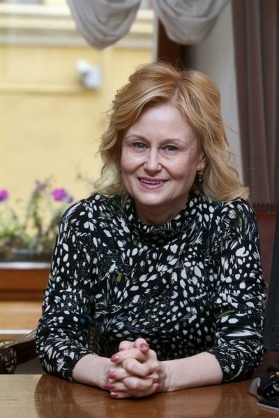 Дарья (Агриппина) Донцова узнала, что у нее рак груди, в 44 года. Она перенесла операцию и химиотерапию, во время лечения в больнице написала шесть романов.