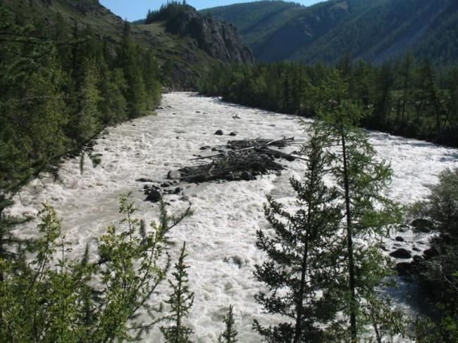 Туристы предполагают, что восстановить уникальное горное озеро можно, но для этого потребуется строительство дамбы и, следовательно, финансирование в большом объеме.