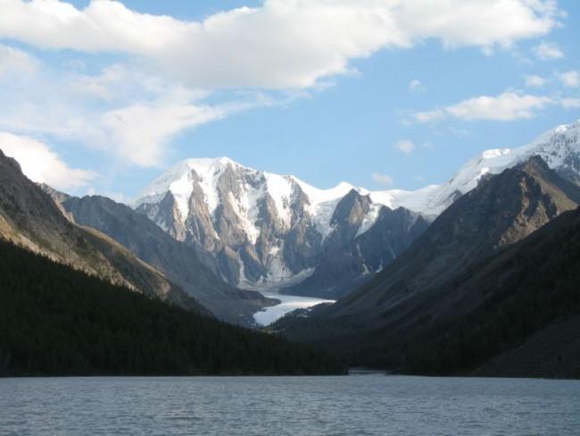 Алтайские туристы заявили, что в результате дождей и селей исчезло уникальное горное озеро Маашей.