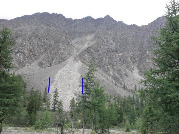 Официально об исчезновении озера органы власти не заявляют до проведения исследования. На фото синими полосами показаны границы схода водного потока.