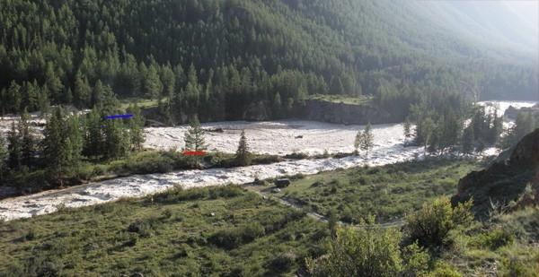 Предположительно большой приток воды в горное озеро смыл сначала мосты, а затем и разрушил естественную дамбу, из-за которой в свое время озеро образовалось.