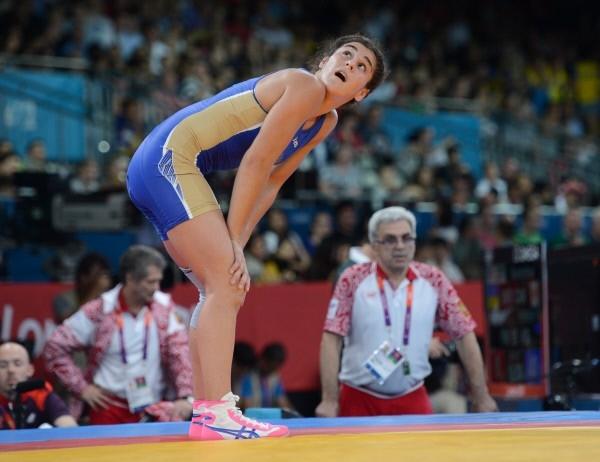 Российская спортсменка Наталья Воробьева во время соревнований по вольной борьбе среди женщин в весовой категории до 72 кг на Олимпийских играх 2012 года в Лондоне.