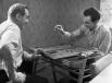 Муслим Магомаев и его дядя Джамал  играют в нарды. 1963 г.