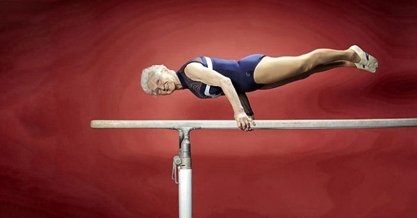Самая возрастная гимнастка живет в Германии. Ей 86 лет (родилась 20 ноября 1925 года), и она постоянно принимает участие в соревнованиях.