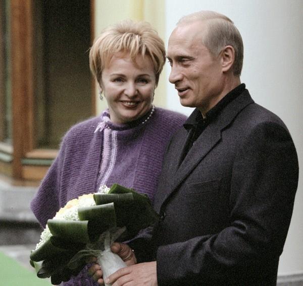 Владимир Путин женат. Супруга - Людмила Александровна Путина. В семье Путиных две дочери:  Мария (1985 г.р.) и Катерина (1986 г.р.)