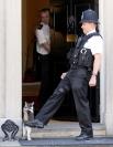 Ларри лишился своей должности после того, как премьер-министр страны застал его спящим на стуле в тот момент, когда рядом пробегала мышь.