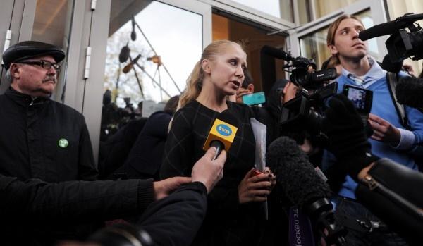 Новый адвокат Е.Самуцевич Ирина Хрунова у здания Мосгорсуда