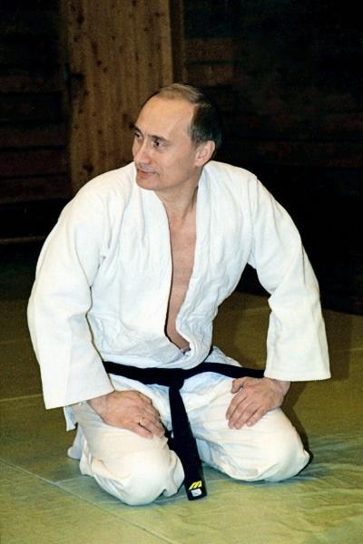 Мастер спорта по самбо, катается на горных лыжах, имеет «черный пояс» по дзюдо.