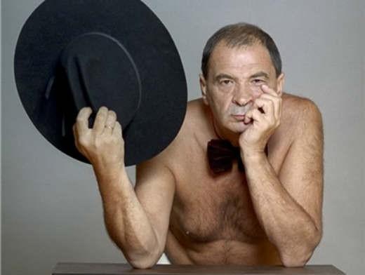 Настоящая фамилия Олейникова - Клявер. Он родился 10 июля 1947 года в Кишиневе