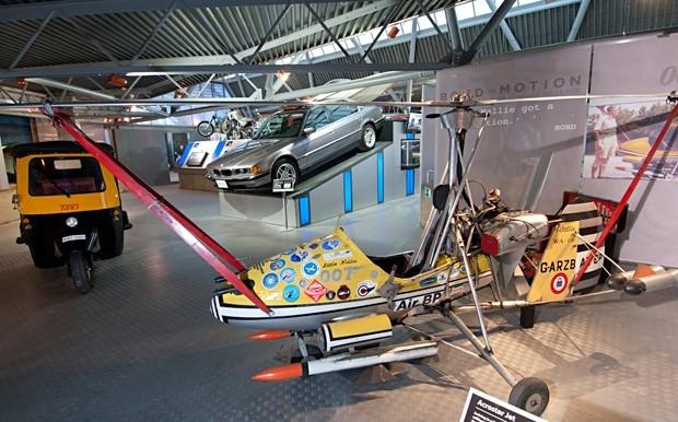 "Little Nellie, Tuk-Tuk Taxi и BMW 750iL в ""Живешь только дважды"""