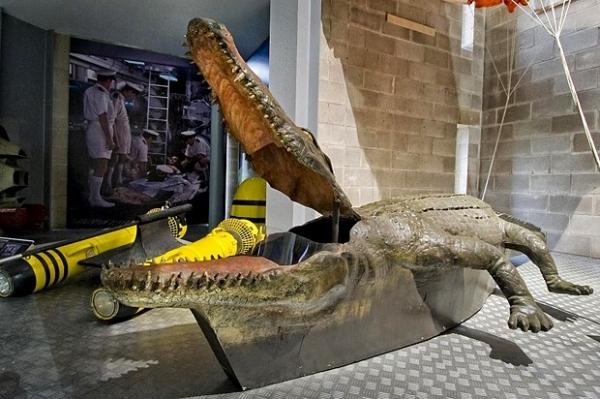 Машина - крокодил  в