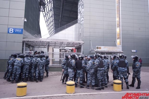 Матч «Динамо» - «Зенит». Задержанные фанаты и полиция