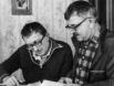 Аркадий Стругацкий (справа) был старше Бориса на 8 лет. Вместе братья создали десятки книг, которые навсегда войдут в историю и отечественной, и мировой фантастики.
