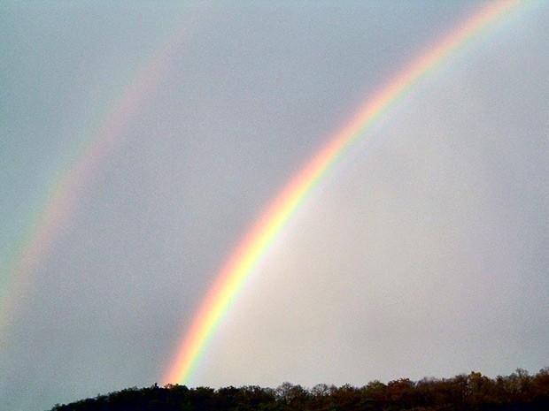 Полоса Александра — атмосферное оптическое явление, наблюдающееся совместно с радугами первого и второго порядков и представляющее собой тёмную полосу неба, располагающуюся между ними. Возникает из-за различий в угловых распределениях интенсивности света,