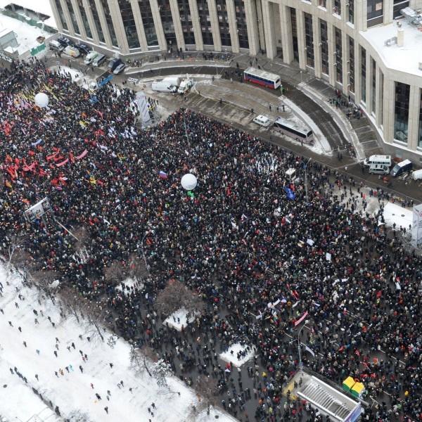 """24.12.2011 г. Санкционированный митинг оппозиции """"За честные выборы"""" на проспекте Академика Сахарова в Москве."""