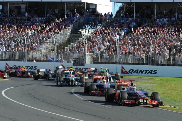 Баттон и Хэмилтон уверенно выиграли первый этап сезона, но затем McLaren начал допускать ошибки на пит-стопах, а техника раз за разом отказывала