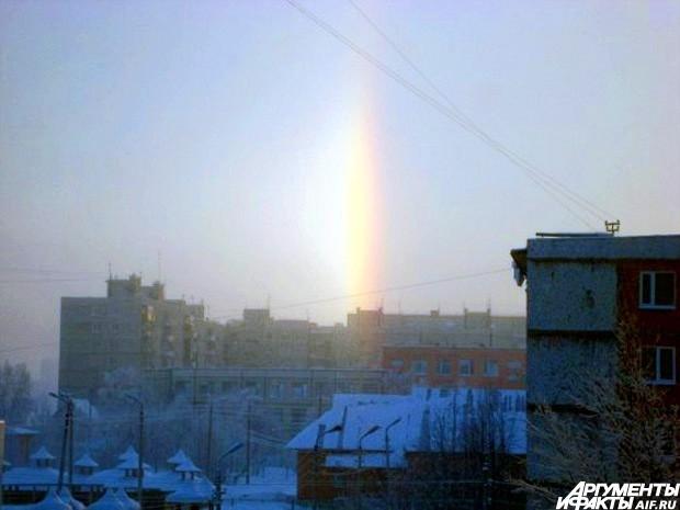 Жители Новосибирска в стали очевидцами необычного явления – светящийся зимней радуги, которая возникла вследствие сильных морозов.