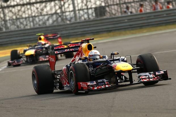 Команда Red Bull за явным преимуществом выиграла третий подряд Кубок конструкторов, усилиями Феттеля и Уэббера завоевав победный дубль в Корее