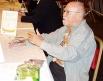 <b>Гарри Гаррисон</b>,<br>(1925-2012)<br>Писатель<br>Фантаст Гарри Гаррисон был один из немногих «разрешенных» зарубежных  писателей в СССР. Интеллигенция зачитывалась его романами «<i>Пленённая  вселенная»,<br> «Врач космического корабля», сериями ром