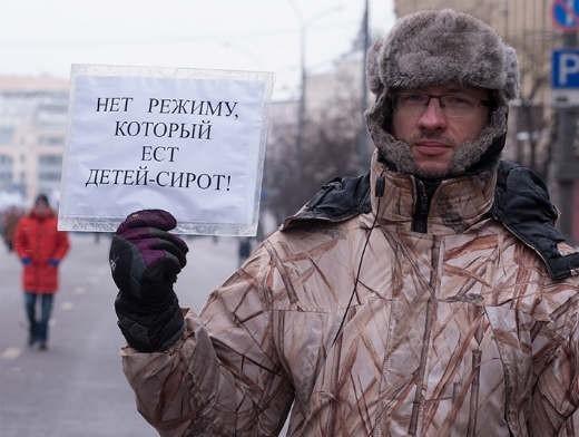 По мнению организаторов «Марша», принятие подобного закона нарушает права российских детей на полноценную семью и квалифицированную медицинскую помощь.