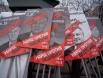 Портреты депутатов, принимавших участие в разработке «закона Димы Яковлева», перечеркнуты надписями «Позор!».