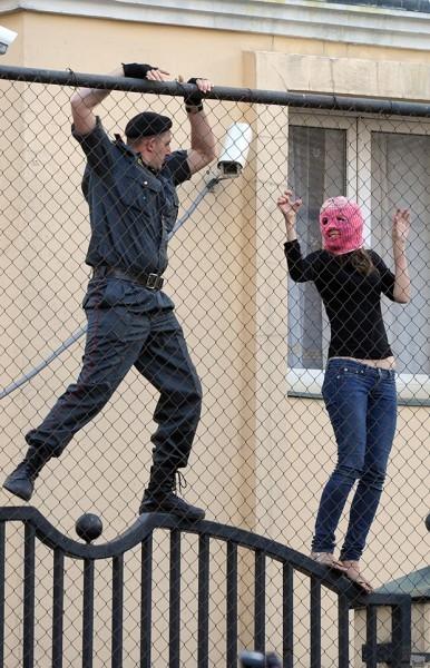 """Акция в поддержку """"Pussy Riot"""" в Москве<br>Номинация: события / повседневная жизнь"""
