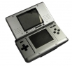 Nintendo DS <br >В 2005 году в Европе начала продаваться портативная консоль Nintendo DS – первый успешный проект подобного рода после GameBoy. Она представляла собой «раскладушку» с двумя экранами и управлялся с помощью стилуса и стандартных кнопок,