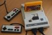 Dendy Junior 8-bit <br >Первая доступная игровая приставка, появившаяся в России. Датой начала продаж считается 1992 год. Интересно, что Dendy, получившаяпопулярность в России является китайским, более дешевым, клоном приставки Nintendo Entertainment