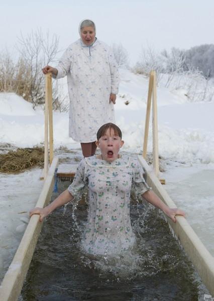 Крещенское купание в реке Нерль.<br>Номинация: события / повседневная жизнь