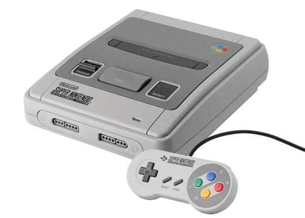 Super Nintendo <br >Аналогичная Sega по характеристикам, приставка Super Nintendo начала продаваться в Европе в 1992 году. В России, правда, битву своему аналогу она проигрывала, хоть и обладала преимуществом – возможностью «сохранять» игры. Но был у