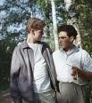 Советский пианист Лев Власенко (справа) и американский пианист, лауреат Международного конкурса имени Чайковского Ван Клиберн во время прогулки в лесу.