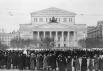 Участники церемонии прощания с Иосифом Виссарионовичем Сталиным, гроб с телом которого установлен в Колонном зале Дома Союзов в Москве.