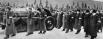 Траурный кортеж с гробом Иосифа Сталина на Красной площади в Москве, за гробом следуют руководители партиии и правительства.
