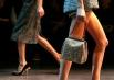 Стилизованы не только платья, но и аксессуары.