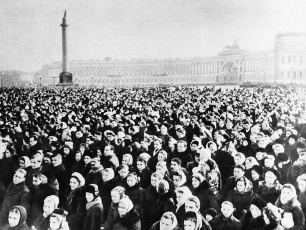 Траурный митинг на Дворцовой площади в Ленинграде в час похорон Иосифа Виссарионовича Сталина 9 марта 1953 года