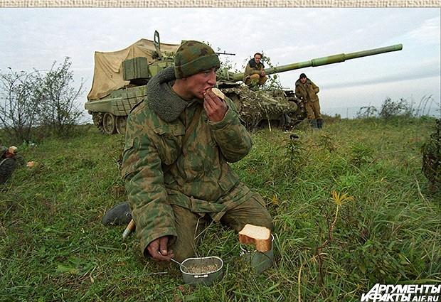 2001 г. Война войной, а обед по расписанию