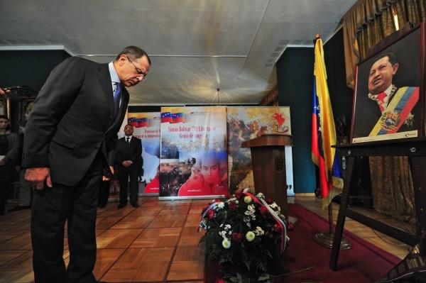 Министр иностранных дел Сергей Лавров в посольстве Венесуэлы в Москве, где проходят траурные мероприятия в связи с кончиной президента Уго Чавеса.