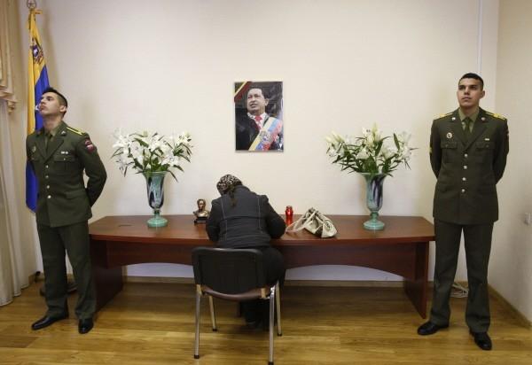 Траурные мероприятия в посольстве Венесуэлы в Минске