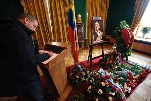 Траурные мероприятия проходят в посольстве Венесуэлы в Москве