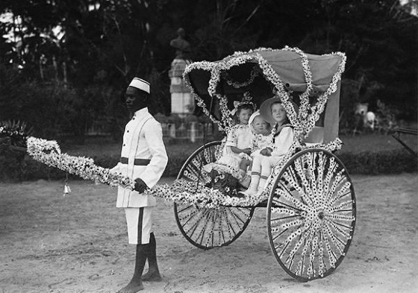 Для английских колонизаторов рикша иногда был единственным цивилизованным транспортом