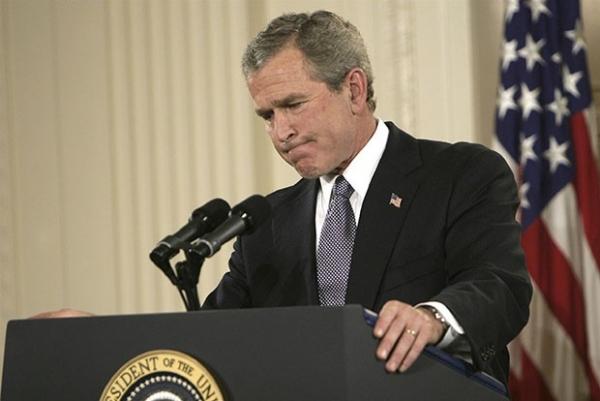 Американские власти заявляли о том, что иракский режим представляет опасность для мирового сообщества. По мнению администрации Буша, страна возобновила производство оружия массового поражения.