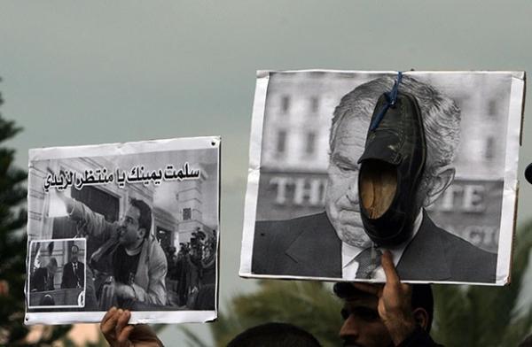 По мнению властей США, режим Саддама Хусейна был связан с «Аль-Каидой». Нападение на Ирак американские власти преподносили общественности, как часть международной антитеррористической борьбы.