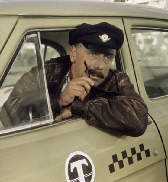 Актер Анатолий Папанов на съемках кинофильма