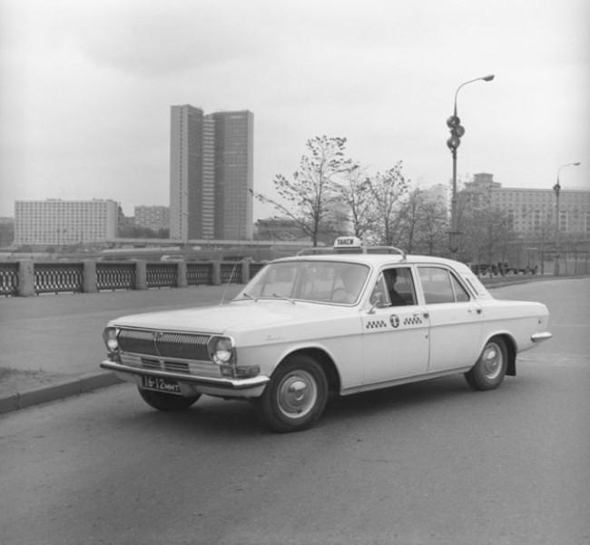 В московском такси с шашечками обычно использовались автомобили горьковского автозавода. 1969 г.
