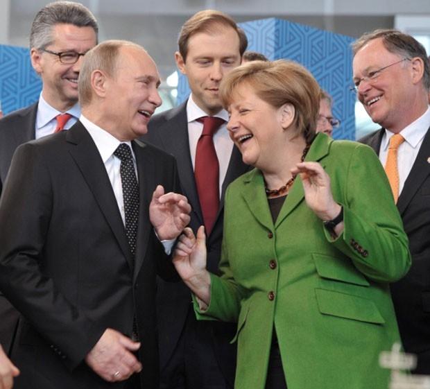 В ходе переговоров лидеры двух стран обсудили вопросы углубления российско-германских отношений, перспективы взаимодействия в экономической, инвестиционной и культурно-гуманитарной сферах