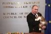 Путин с щенком болгарской овчарки, который был подарен президенту главой правительства Болгарии Бойко Борисовым